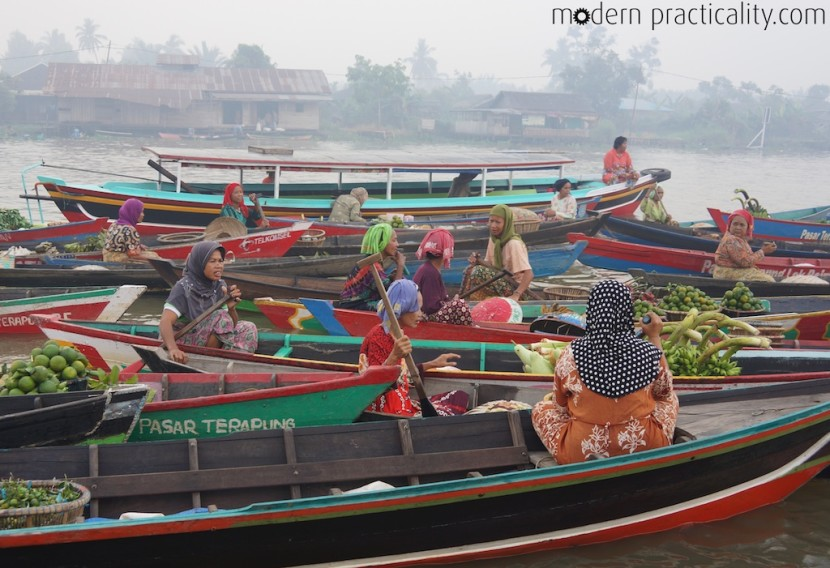 Floating-Market-Banjarmasin-Borneo-Indonesia-043